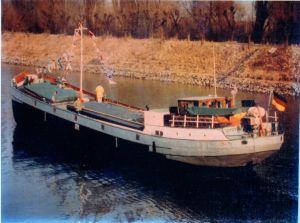 """Die """"Dorotea"""" läuft in den Rüdesheimer Hafen ein, März 1981"""